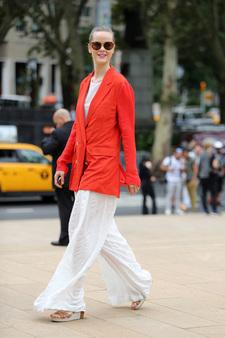 a6fc19e526e8 Костюм летом — если и приговор, то модный! Летние костюмы — абсолютный  тренд сезона и выгодная инвестиция в ваш гардероб. Формат модного летнего  костюма ...